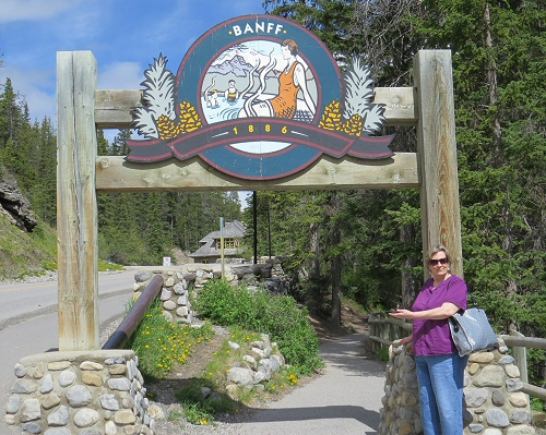 Jenni welcomes you to Banff Springs public spa
