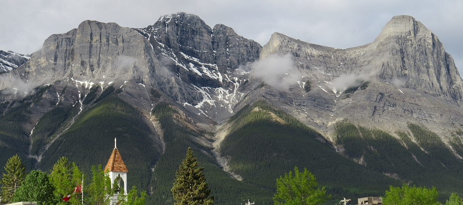 the views in Canmore are fantastic - Mt Rundle is huge
